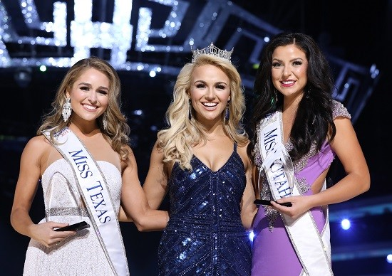 From Left: Miss Texas Margana Wood, Miss America 2017 Savvy Shields, and Miss Utah JessiKate Riley (Photo: The Miss America Organization/Bruce V. Boyajian